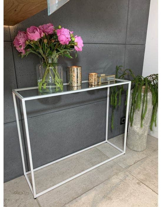 SURI - minimalistyczna konsola ze szkłem